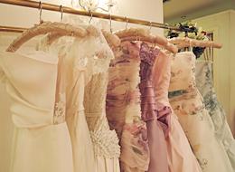 b355637200a17 上質な憧れドレスが勢揃い!豊富なコレクションから自由に選べます。